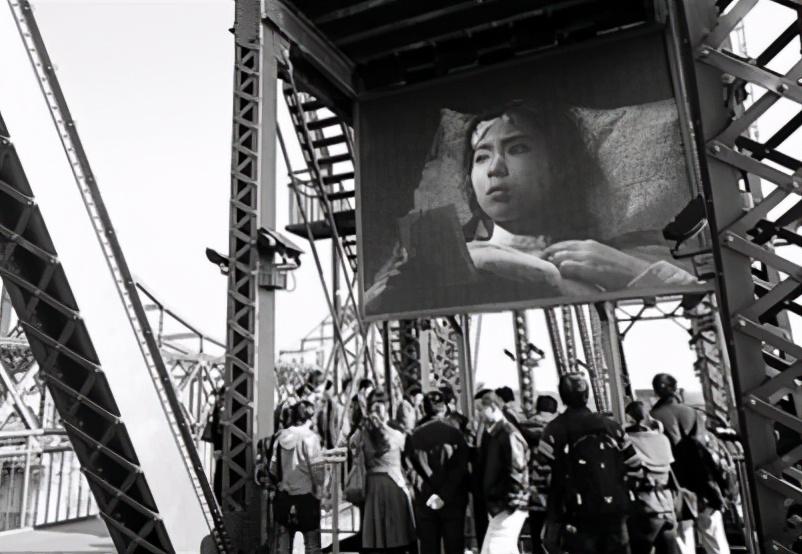1967年,一老农看电影,突然指着荧屏上牺牲的人说:我还活着