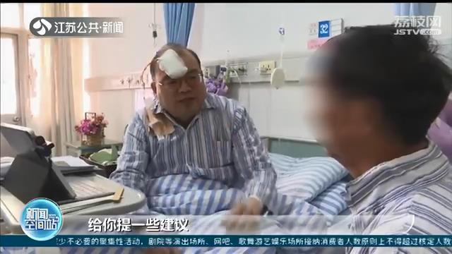 医者仁心!做完手术第二天 医生在病床上接诊