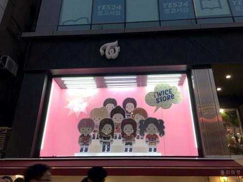 JYP在日本限时运营爱豆主题店铺,2PM和TWICE周边最受欢迎