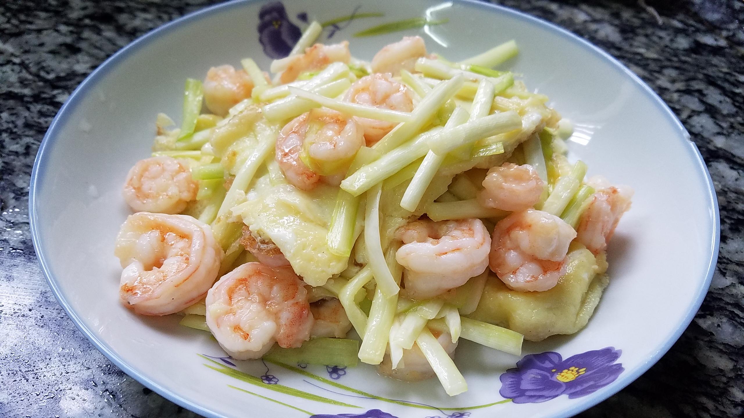 鸡蛋韭黄炒虾仁好吃的一道家常菜