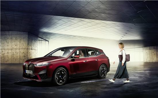 数字钥匙Plus率先搭载创新纯电动BMW iX