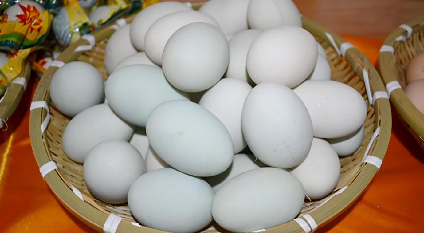自制咸鸭蛋,只需2样调料,10天就成熟,半月蛋黄起沙出油,真香 美食做法 第8张