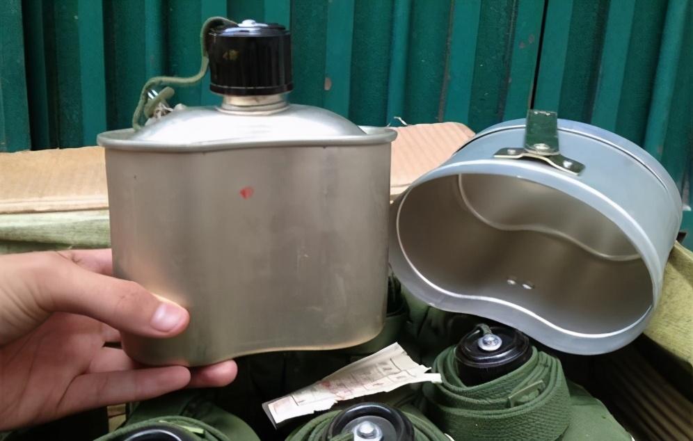 取消饭盒设计,军用水壶回归老本行,士兵野外吃饭已不是问题