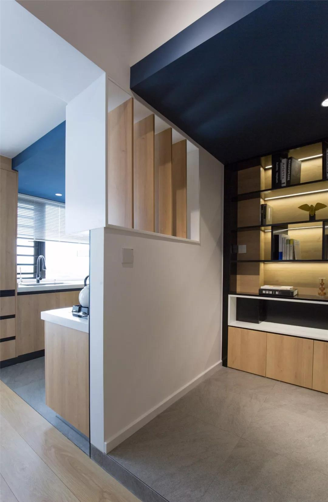 92㎡现代简约,把蓝色刷到天花板,出色的设计真大胆