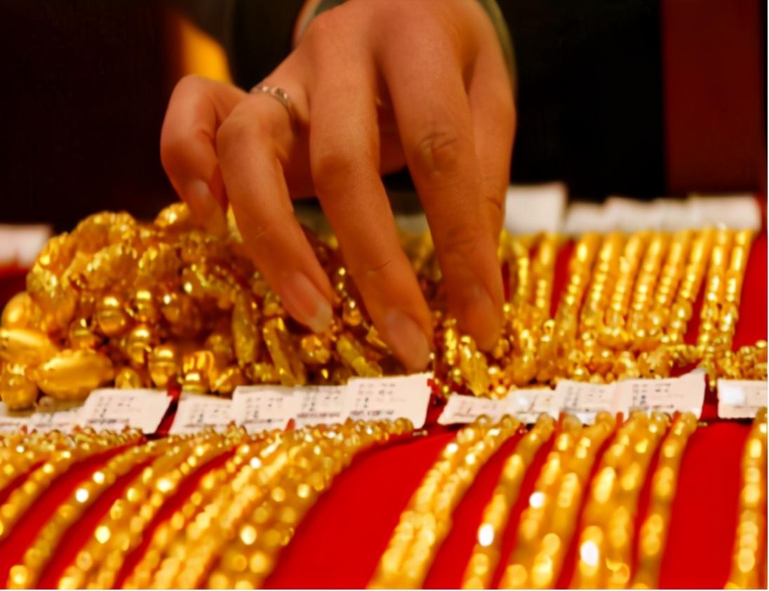 """金价""""一跌再跌"""",投资者已开始进场抄底,下半年黄金会大涨吗?"""