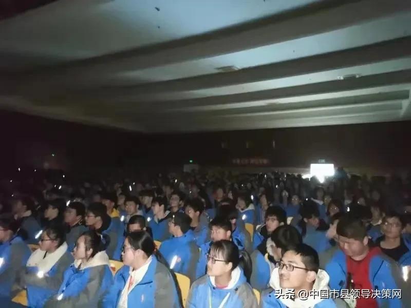 江苏建湖中专组织学生观看禁毒教育影片《缉毒》