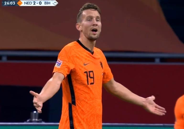 欧国联重大误判!荷兰太冤了,绝对好球被吹,怀疑裁判眼睛有问题