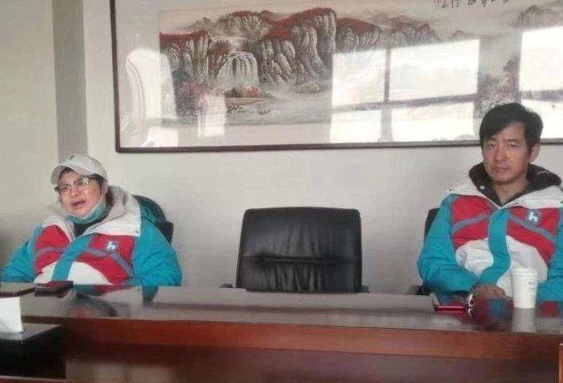 网友机场偶遇韩红,采购物资依旧元气满满,却因为不戴口罩惹争议