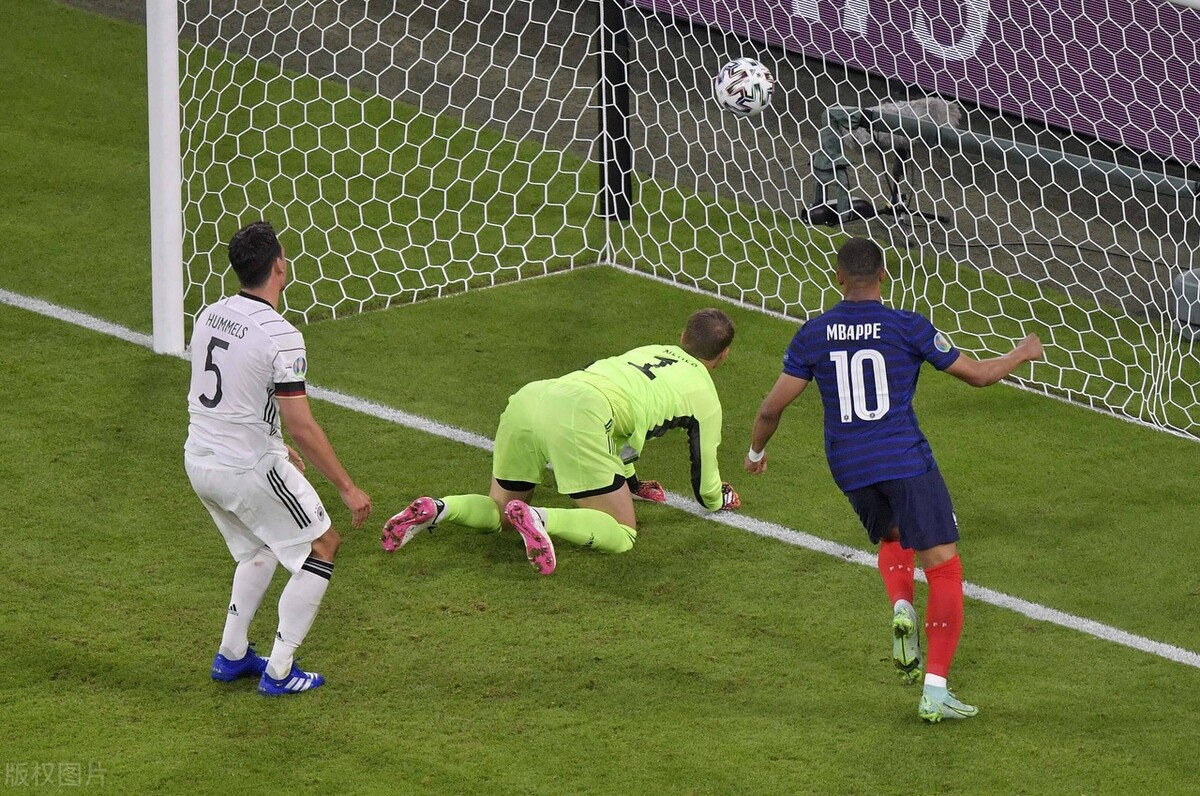 欧洲杯-法国1-0力克德国 胡梅尔斯乌龙 姆巴佩+本泽马进球无效 原创2021-06-16 04:55·足球部落 北京时间6月16日凌晨3点,2020欧洲杯小组赛阶段最令人期待的比赛终于到来,德法大战