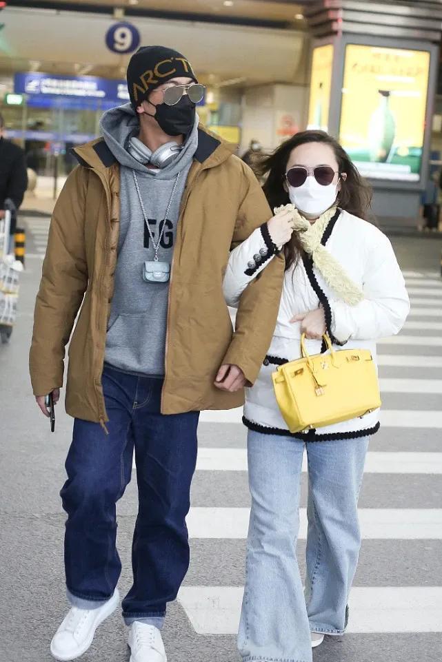 杜江夫婦同框甜蜜秀恩愛,霍思燕緊挽老公手臂撒嬌超膩歪