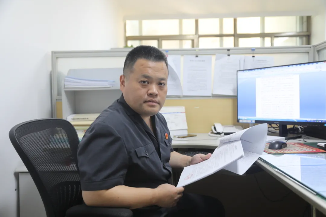 """济南市市中区人民法院立案庭速裁法官李钧:办案""""超人"""""""