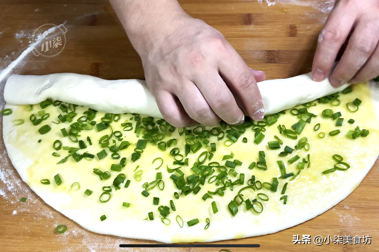 葱油饼这样做,真的是太香了,一周吃7次都不腻,详细做法教会你