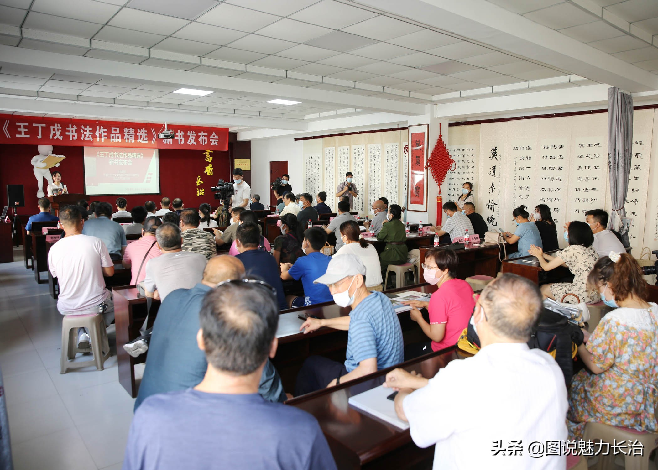 王丁戍书法作品精选发布会在唐文图书大厦召开