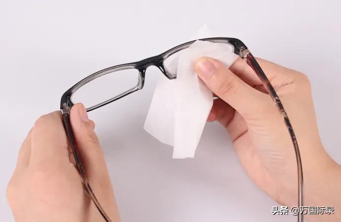 眼镜怎么擦都模糊?那是你方法不对,注意这2点眼镜立马干净明亮 家务卫生 第5张