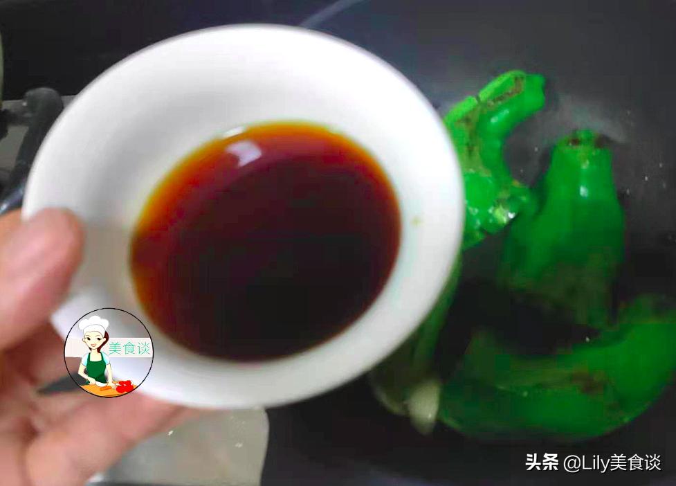 自从学会青椒此吃法,儿子吃一次馋一次,又香又下饭,做法还简单 美食做法 第10张