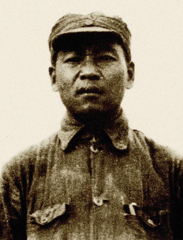 开国中将滕海清趣闻:私藏战马被首长发现,结果却升了官
