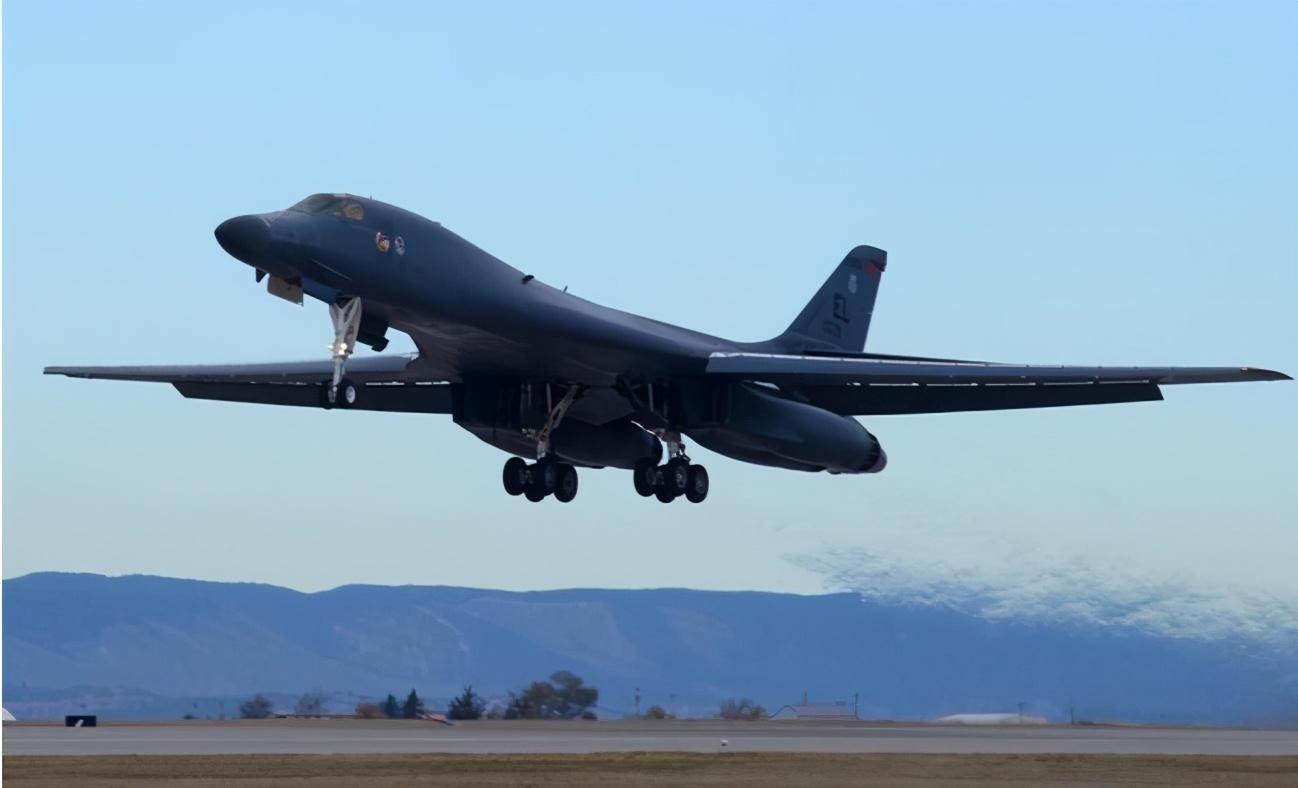 又有两架战略轰炸机抵达,4架B52已部署完毕,美军到底想干什么?