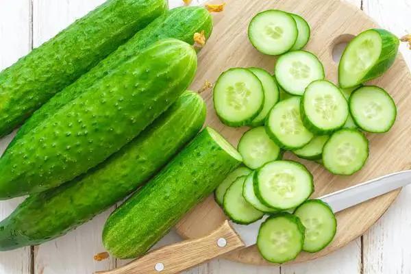 三伏天吃黄瓜,通便防癌还补虚!有三高的生吃、出汗多的熟吃