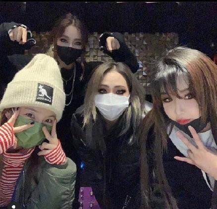 韩国女团2NE1齐聚,共同为忙内MINZY敏智庆生
