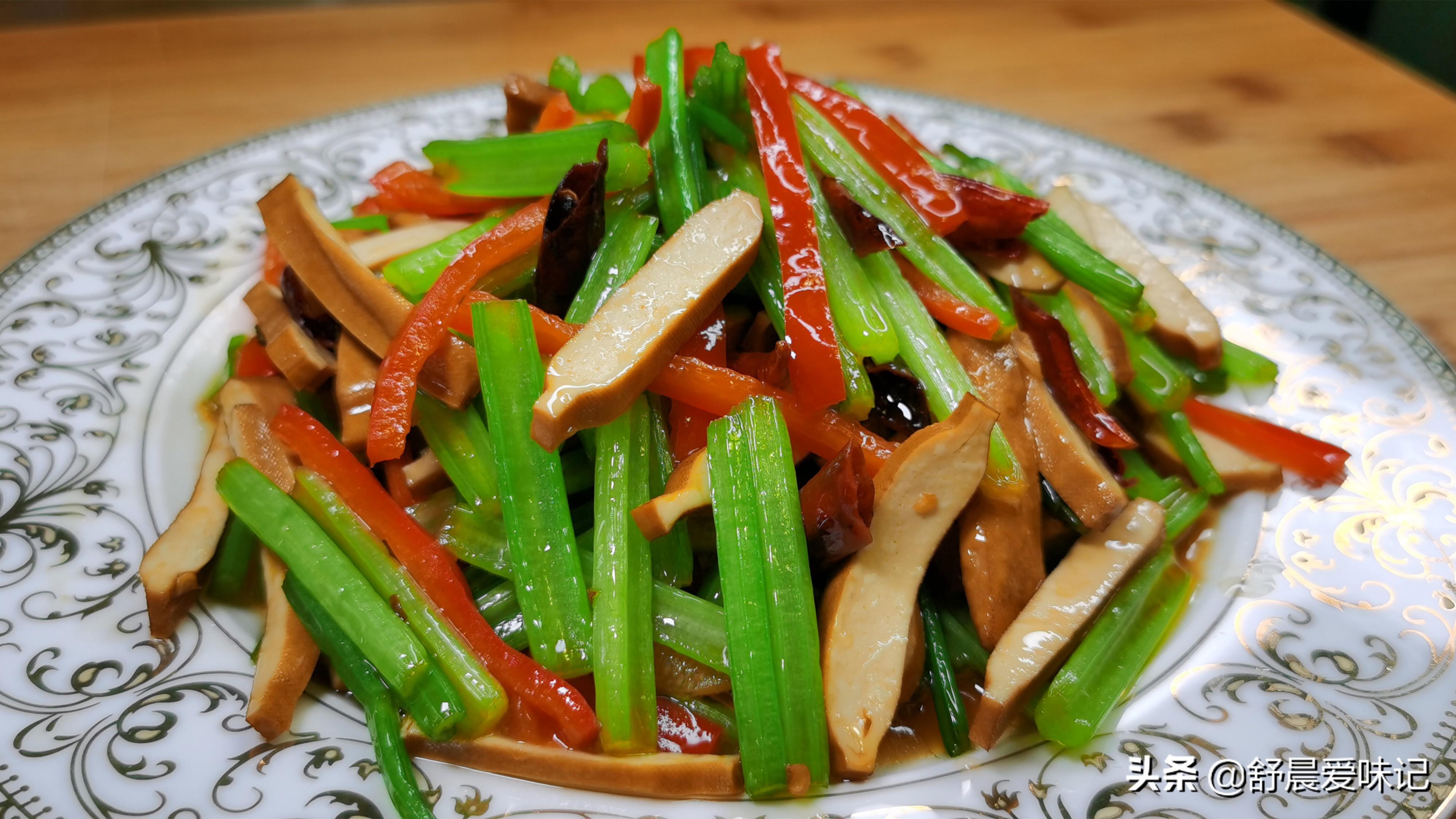 芹菜炒豆干,怎么做才好吃?饭店都喜欢的做法,清脆爽口又入味 美食做法 第1张