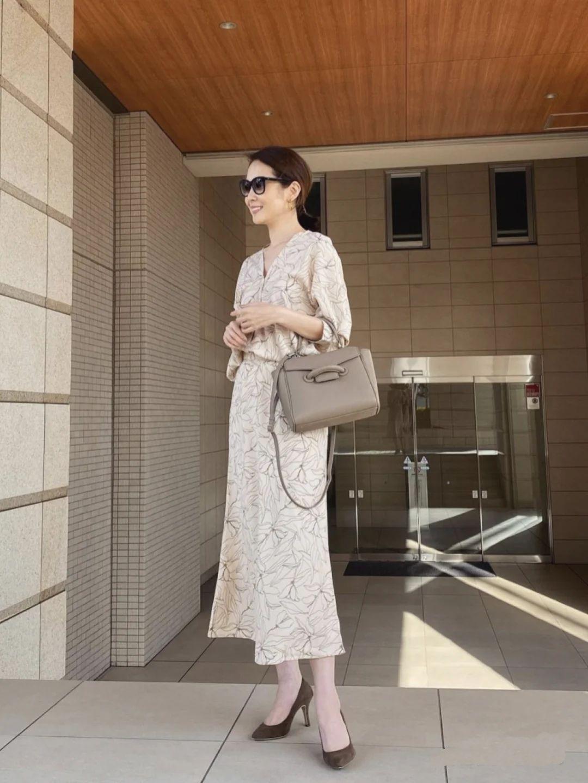 看了许多50岁的穿搭,还是喜欢这位日本主妇,女人会穿就是显年轻