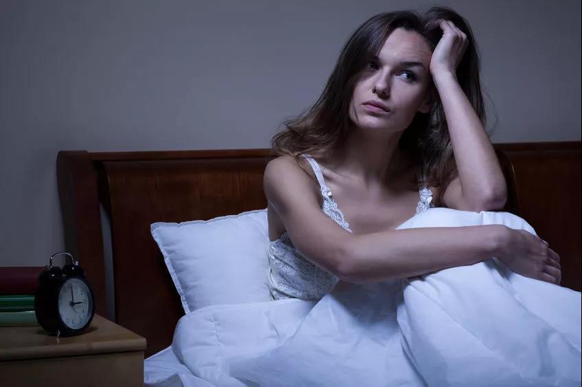 熬夜后出现这6个症状,说明身体撑不住了