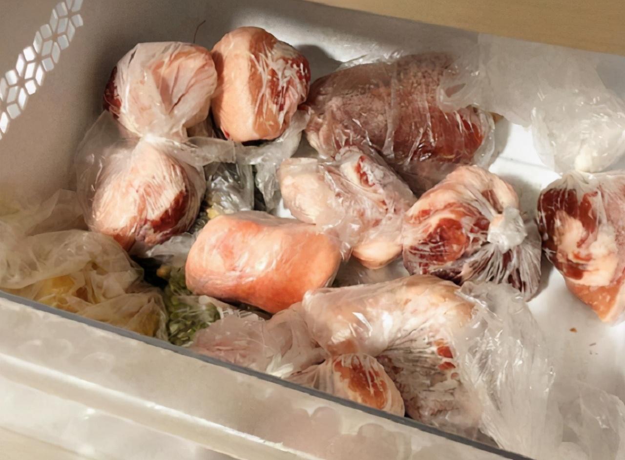 解冻肉,别直接加水泡,多加2物进去,半小时就搞定,跟鲜肉一样 美食做法 第5张