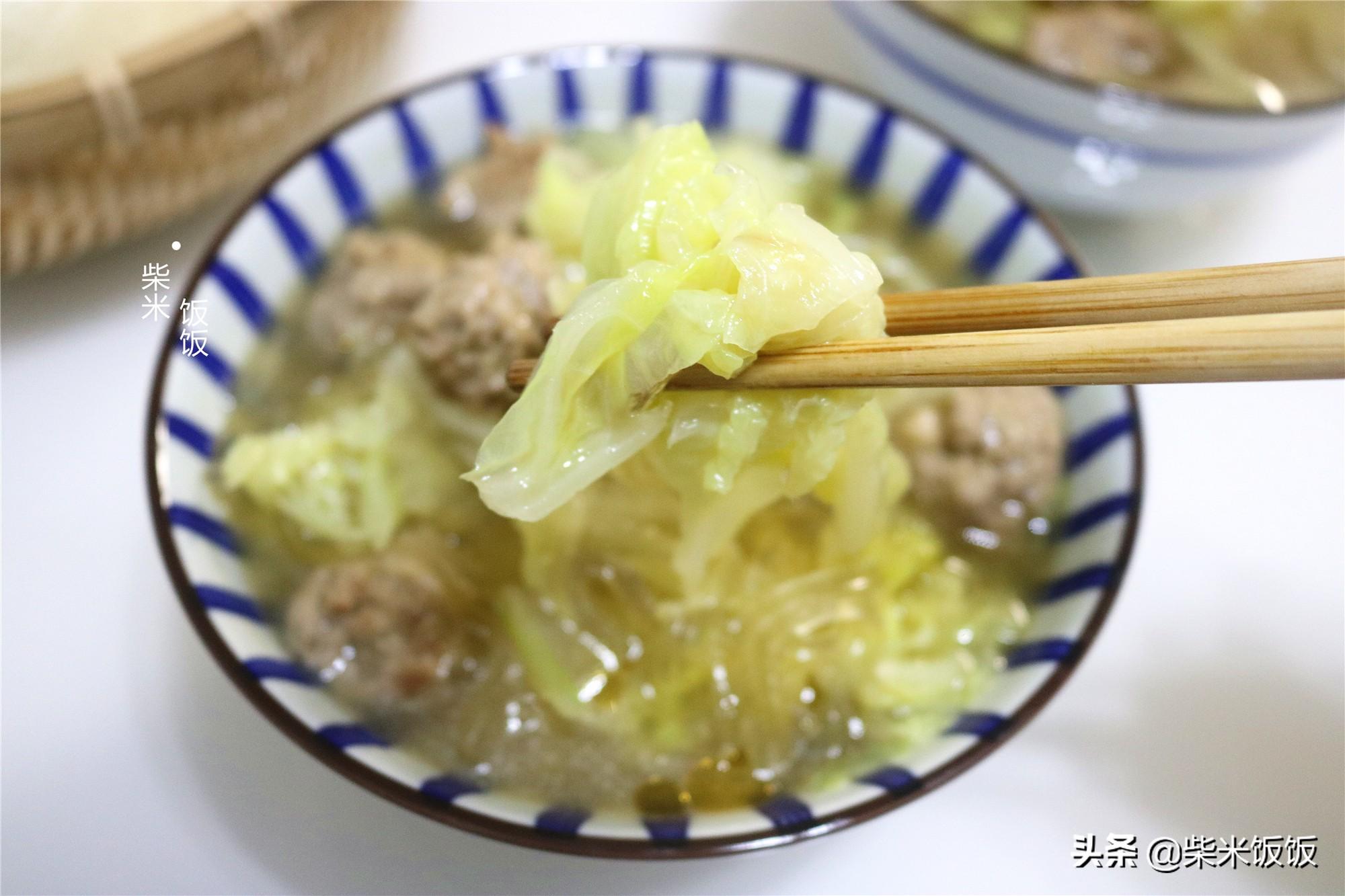 白菜和冬瓜一鍋煮,搭配自製肉丸太好吃,每人一碗,連湯也不剩
