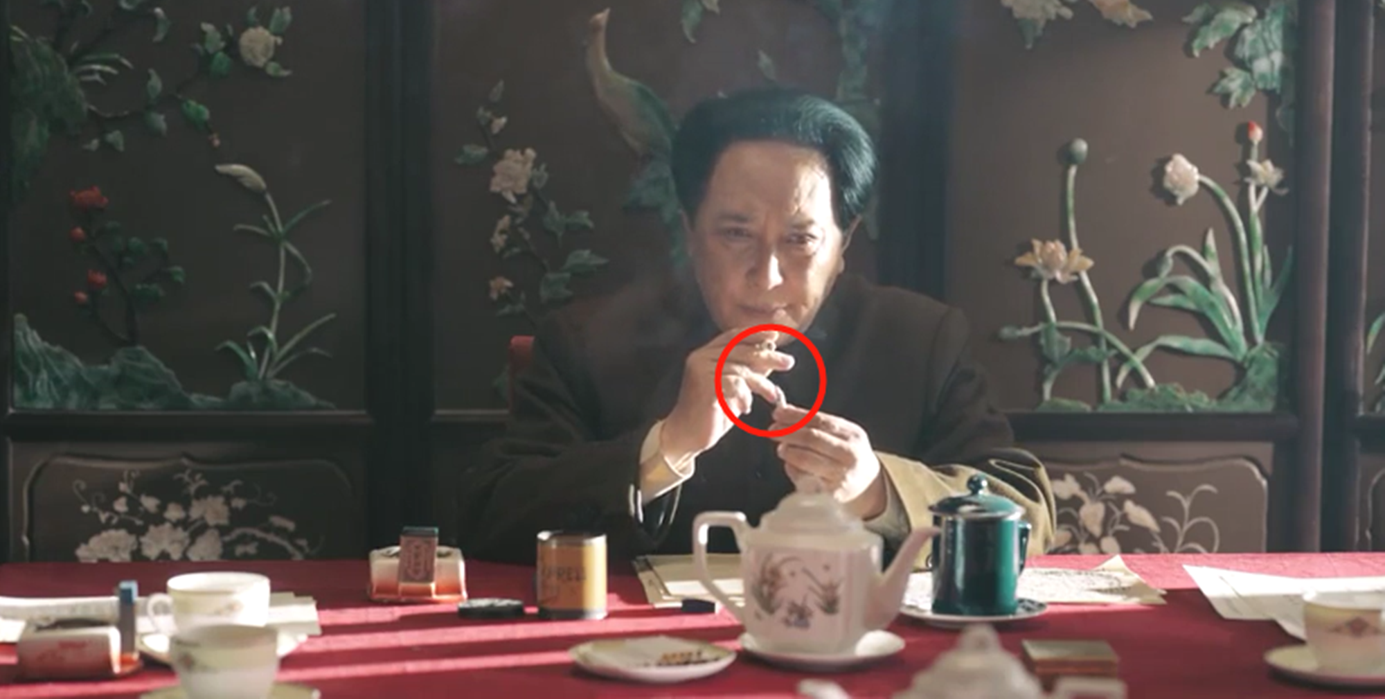 连毛主席一个烟盒都还原得一模一样,《长津湖》10大细节堪称神迹