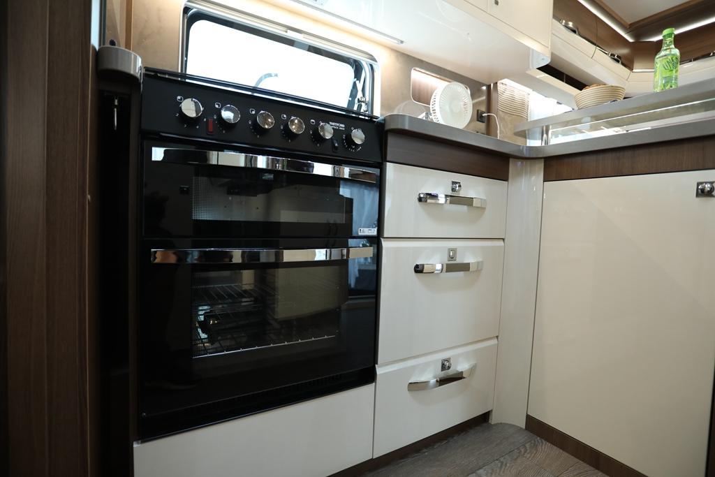 Hobby 660WFC最新款拖挂房车,把家带在身边。