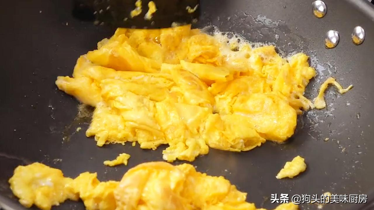 炒蒜苔时,切记不要直接下锅,多加1步,脆嫩入味,营养又下饭 美食做法 第9张
