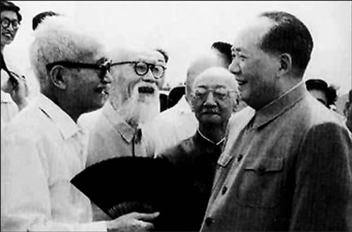 毛泽东送章士钊的神秘礼物,鸡两只桃李各五斤,其中寓意让人感动