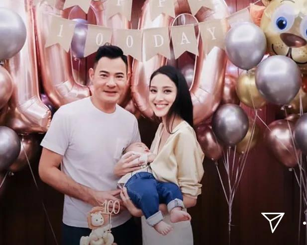 鄭嘉穎陳凱琳為二胎兒子慶祝百日,曬溫馨全家福,弟弟和哥哥很像