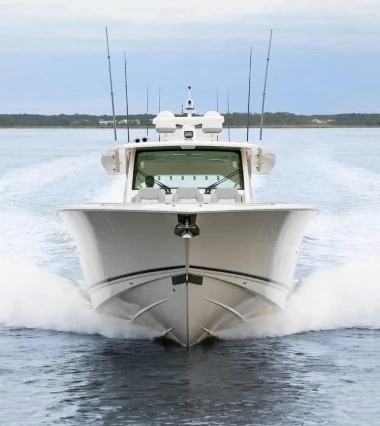 最高航速可达70节,Scout 530 LXF豪华中控钓鱼艇