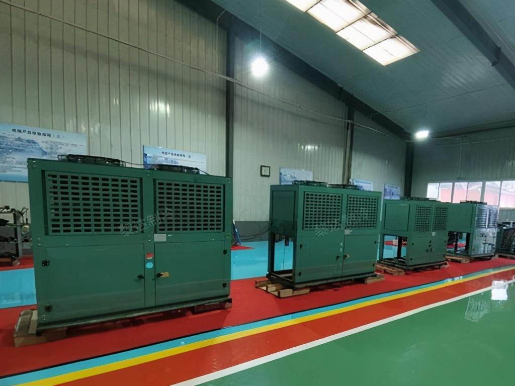 三种蒸发器的区别——干式、满液式、降膜式蒸发器