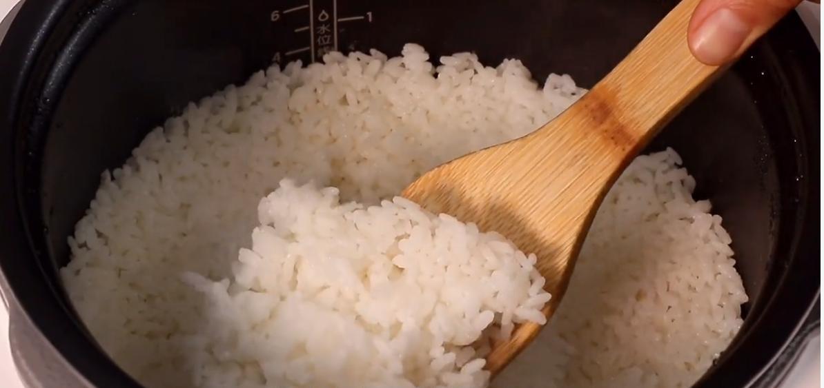 电饭煲蒸米饭按哪个键(九阳电饭煲蒸米饭教程)