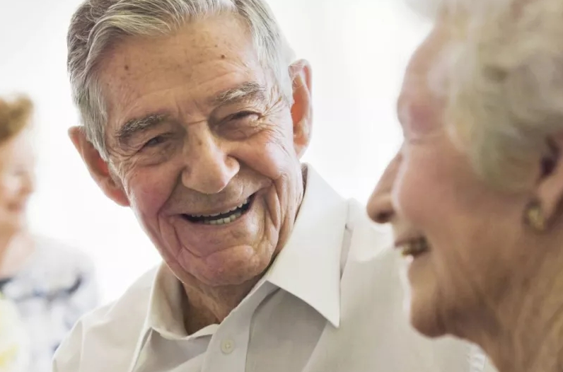 老人夏天在家,要记住这四点,远离心脑血管病,才能更长寿