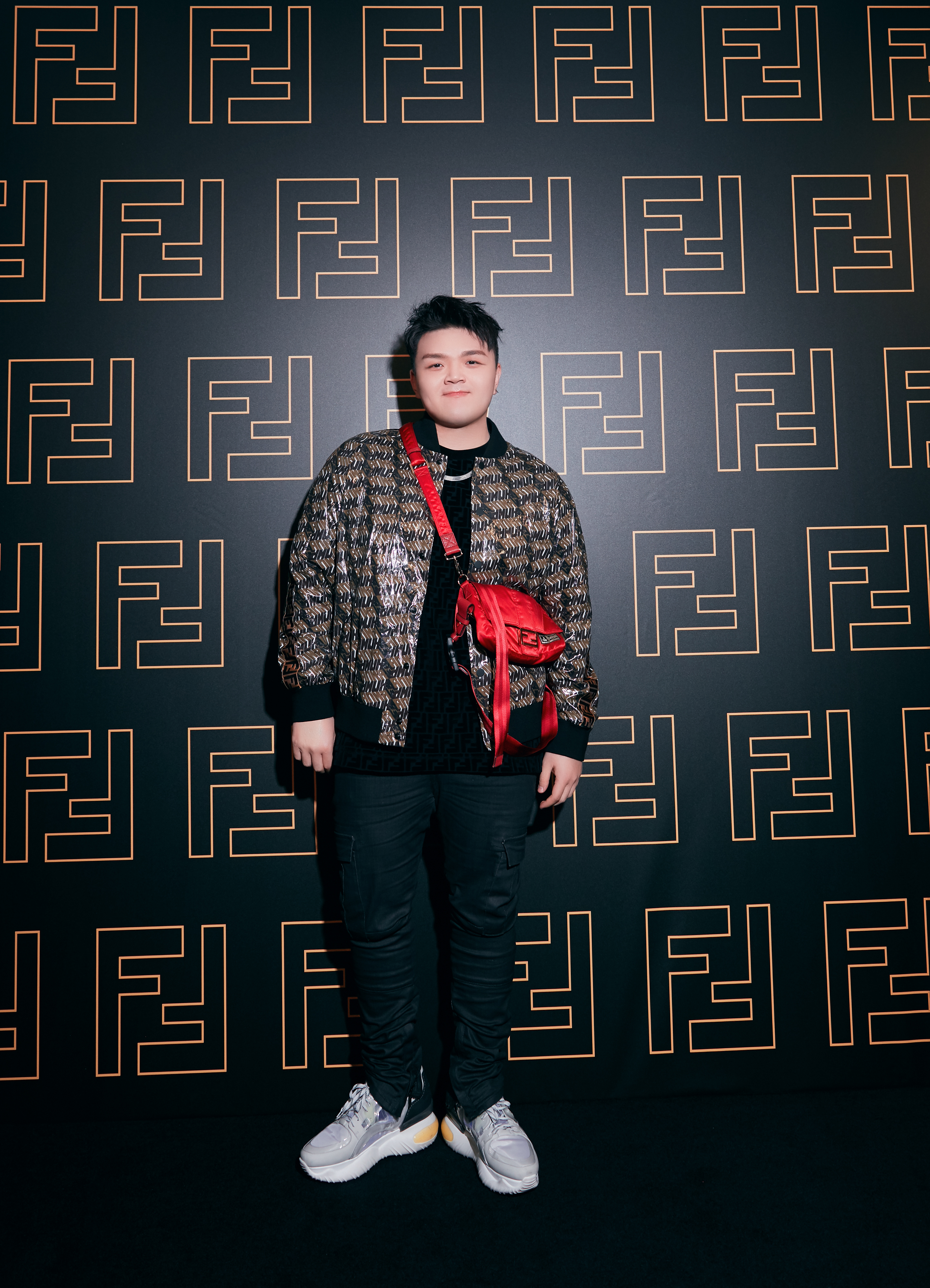 王嘉尔现场演绎,FENDI于成都呈现F IS FOR...FUN时尚音乐派对