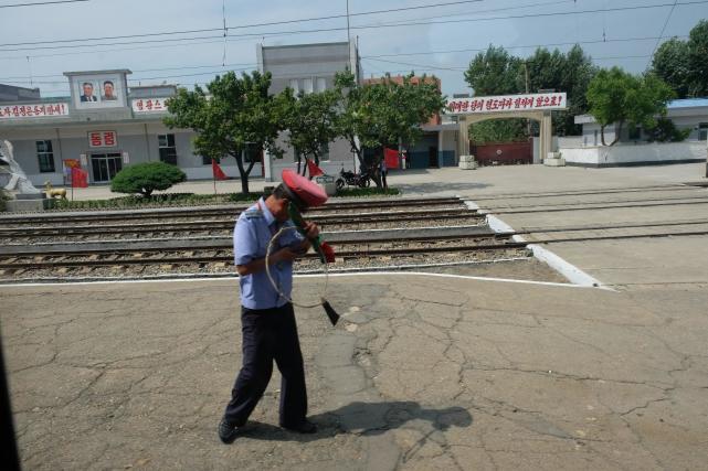网友到朝鲜旅游,沿途见到的一些有趣现象