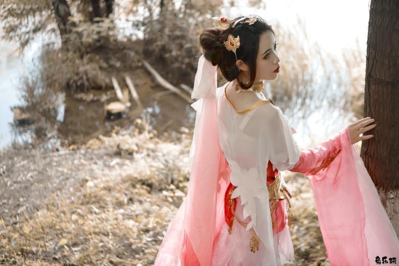 【cosplay】嗷呜嗷呜狼阿柒丨剑网三破虏秀姐