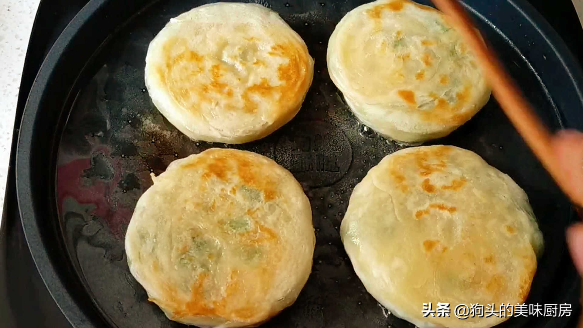 蔥油餅這樣做才外酥裡軟,和麵很關鍵,做對了比手抓餅還好吃