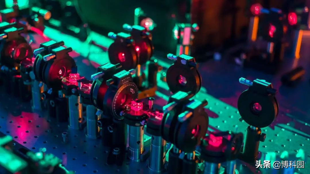 又一个里程碑:世界首次揭示硅双量子计算的准确性!