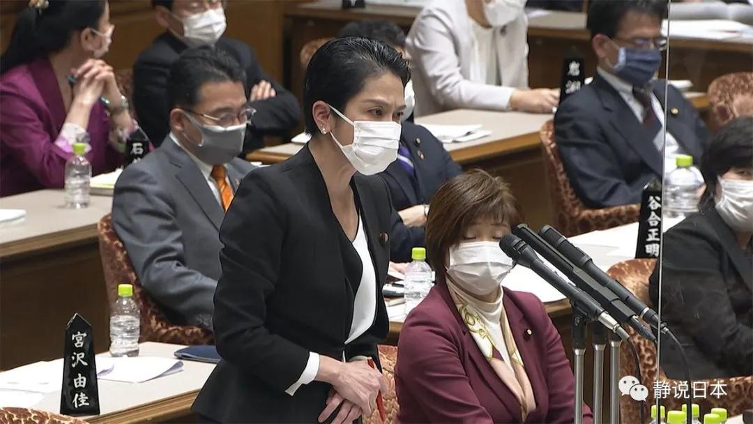 日本前首相聊女人聊得晚节不保