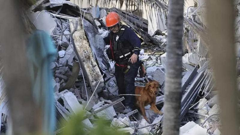 """""""楼薄薄"""":佛罗里达12层建筑物坍塌,楼板很薄,是坍塌的原因?"""