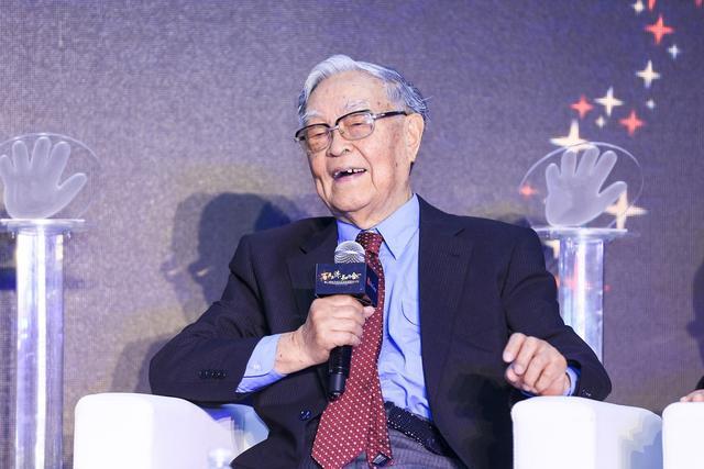 """研究癌癥六十多年,92歲院士總結出五張""""防癌處方"""",分享給你"""