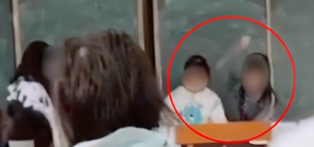 痛心!湖北一女老师连续殴打多名学生,校方:已停职
