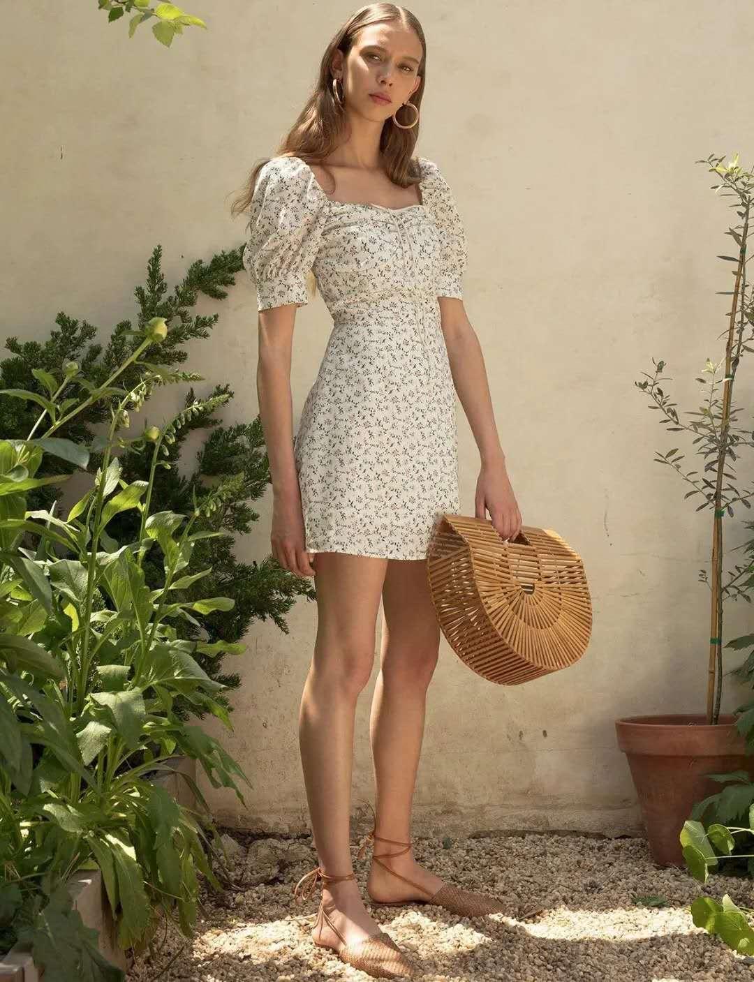 """小黑裙不受宠了,今年开始流行""""奶奶裙"""",优雅减龄有气质"""