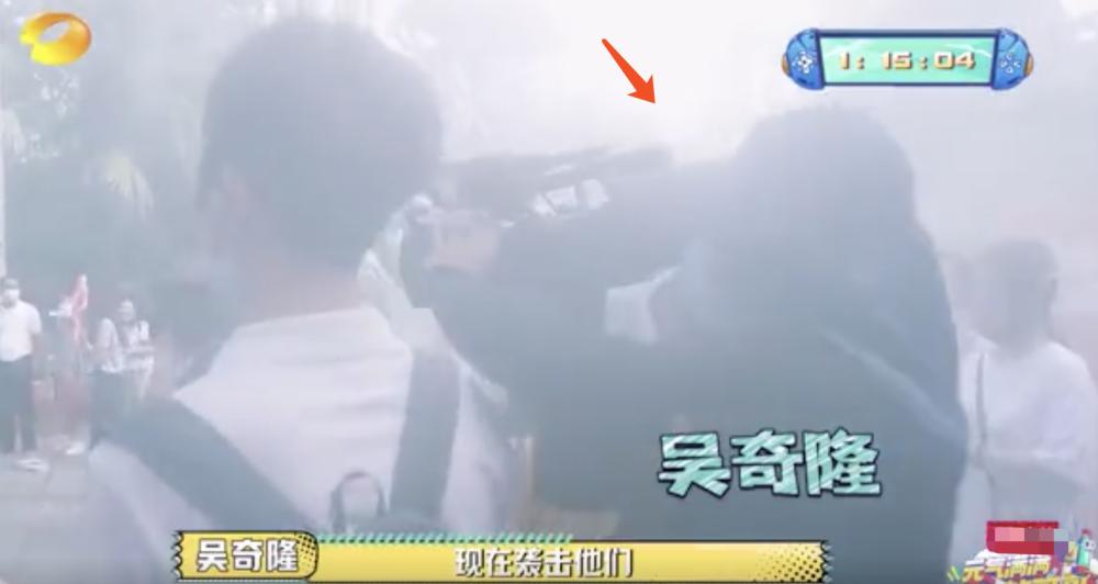 吴奇隆偷袭杨洋被保安当坏人按倒,网友:没想到他真会功夫啊