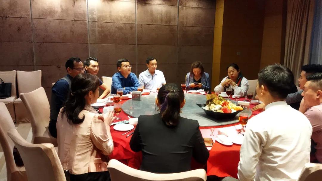 香港多家上市公司联合小组到达巨拼总部洽淡合作事宜.