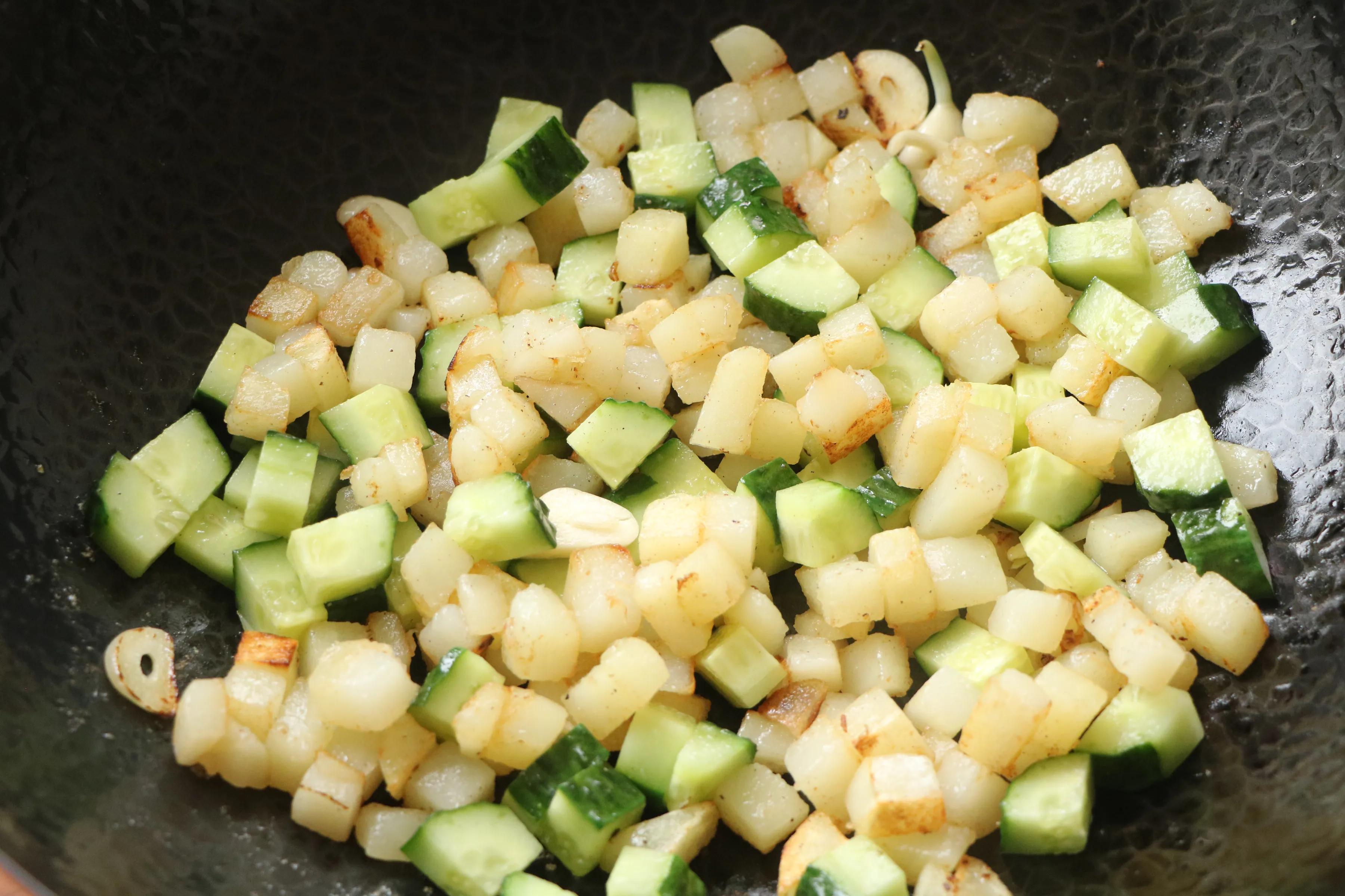 這3樣食材一起炒太下飯了,鮮香味美,低油低脂,2碗米飯不過癮